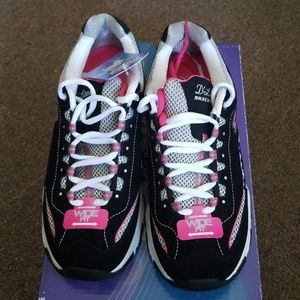 newest 63053 17a2f Skechers Shoes - NIB Skechers D Lites Centennial Sneaker Wide ...